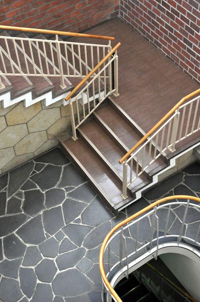 谷口吉郎設計石川県繊維会館