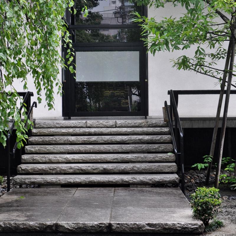 白井晟一設計「善照寺本堂」